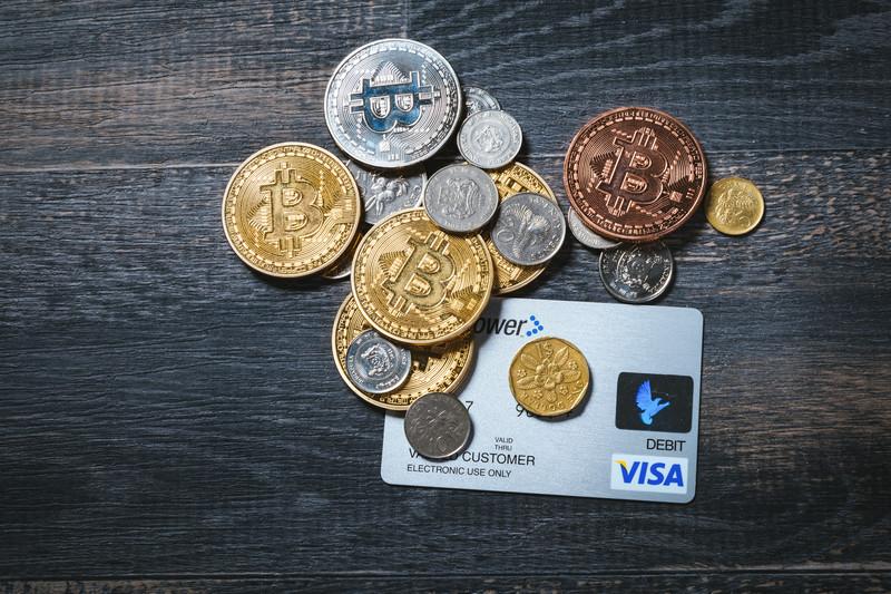仮想通貨 法定通貨 クレジットカード